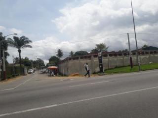 Cocody centre face d'école police en allant au vallon vente villa 13pièces