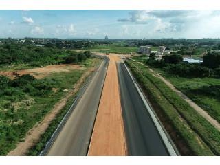 Terrain en vente à yamoussoukro en bordure de l'autoroute