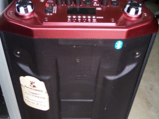 Baffle tout  en 1 (bluetooth, port carte mémoire, port USB,guitare ou micros a fil,radio) nouveau