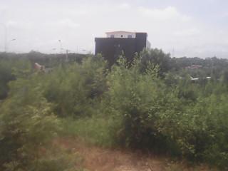 Terrain en vent a sos village le goudron entouré la zone de sos village
