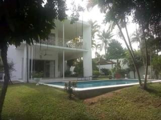 Cocody danga rue jasmin vente beau duplex 8pièces avec piscine
