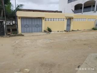 Vente d'une villa basse de 4 pièces + 6 studios a la Riviera Ciad-Primo