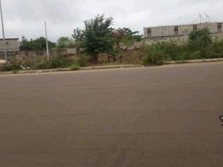 Terrain en vente a yamoussoukro juste derrière un collège