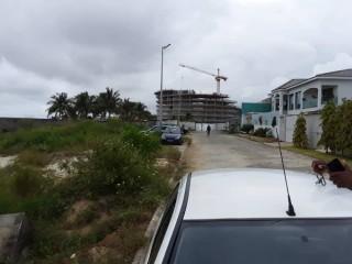 Cocody golf4 en bordure de voie et lagune vente parcelle 3hectares