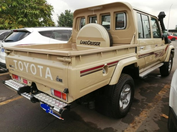 toyota-land-cruiser-j79-big-4