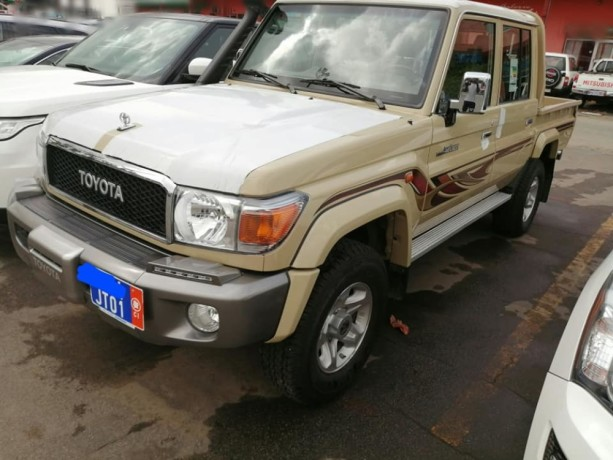 toyota-land-cruiser-j79-big-2