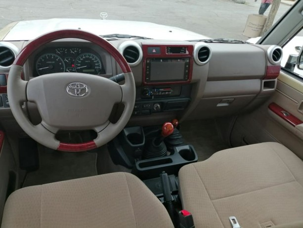 toyota-land-cruiser-j79-big-0