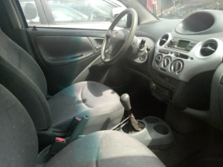 Toyota yaris manuelle immat. JE