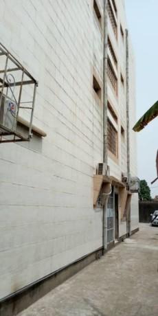 cocody-riviera-rosier-vente-bel-immeuble-r3-bien-carrele-big-1