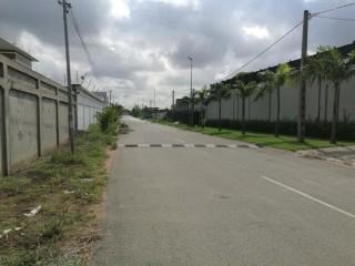 Golf4 beverlly proximité  maison de D.Drogba vente terrain 2000mé clôturé