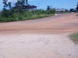 Terrain en vente a yamoussoukro en bordure de goudron