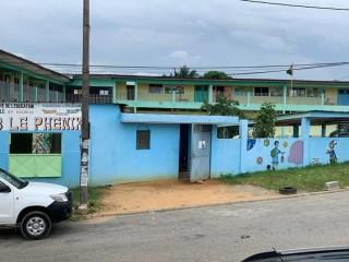 Cocody Riviera 3, face lycée Blaise Pascal  vente école primaire et maternelle