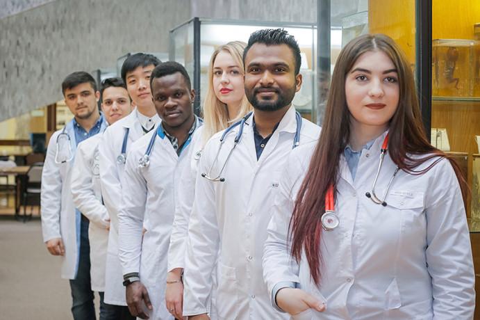 medecins-generalistes-pharmaciens-et-infirmiers-detat-big-0